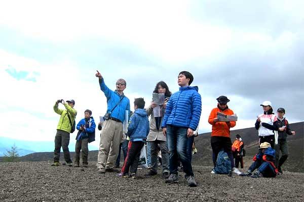 火山学者と歩く